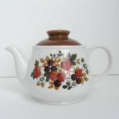 vintage teapots | Vintage Ceramic Teapot - Sadler - Strawberry and Wildberry Print