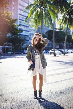 RIOetc | Inverninho carioca | Bota, vestido, casaco leve e óculos de sol fazem parte do inverno do Rio.: