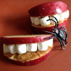 Leckerer, gesunder Snack für Halloween oder die Vamipirparty #Apfel #Halloween #Gebiss #Erdnussbutter #Kinder, halloween food ideas for kids, Das Rezept und Schritt für Schritt Bilder gibts auf Allrecipes Deutschland http://de.allrecipes.com/rezept/15825/gesundes-apfel-gebiss--halloween-essen-.aspx
