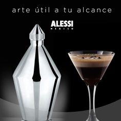 Diseñado por Carlo Alessi, un elegante y distintivo frasco para llenar con el licor de tu preferencia.
