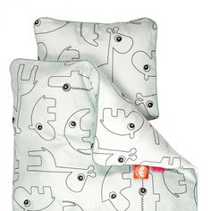 Done by Deer Contour Baby Bettwäsche Blau Bed Linen, Linen Bedding, Bedding Sets, Contour, Cushion Covers, Duvet Covers, Done By Deer, Nordic Interior Design, Baby Deer