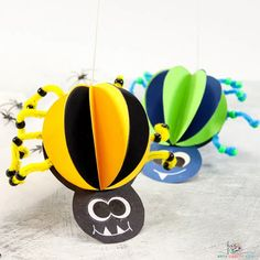 3D Spider Craft for kids to make! A fun and playful Halloween craft for kids made from paper and pipe cleaners! Halloween Crafts For Kids To Make, Halloween Art Projects, Easy Crafts For Kids, Toddler Crafts, Halloween Kids, Spider Crafts, Ghost Crafts, Crafty Kids, Craft Free
