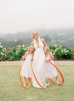 Bride hula hooping! Dress Alina Pizzano, styling Kelly Oshiro, photo Beaux Arts Photographie.