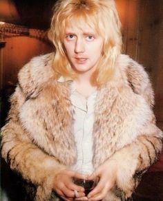 The extremely cute Roger Taylor! Queen Photos, Queen Pictures, John Deacon, Beatles, Bryan May, Queen Drummer, Elite Model, Roger Taylor Queen, Ben Hardy