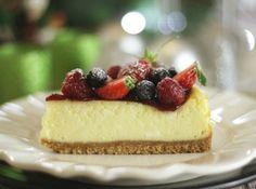 Cheesecake de Frutas Vermelhas - Veja como fazer em: http://cybercook.com.br/receita-de-cheesecake-de-frutas-vermelhas-r-7-117035.html?pinterest-rec