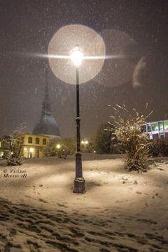 Vai Torino! Torino nella neve assume atmosfere quasi orientali, nelle fotografie di Valerio Minato. La Mole Antonelliana dai Giardini Reali