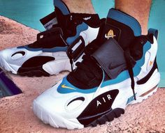 "Nike Air Max Speed Turf ""Dolphins"" Retro R kewl Moda Sneakers, Sneakers Mode, Sneakers Fashion, Nike Sneakers, Nike Trainers, Summer Sneakers, Nike Outlet, Nike Air Max, Nike Air Shoes"