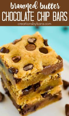 Browned Butter Chocolate Chip Cookie Bars - soft, chewy, incredible bars made in just minutes! Browned butter makes these chocolate chip bars extra rich and delicious. #chocolatechipbars #chocolatechipcookiebars #chocolatechipblondies #creationsbykara #chocolatechipcookiebarsrecipe Cookie Recipes From Scratch, Healthy Cookie Recipes, Brownie Recipes, Snack Recipes, Dessert Recipes, Potluck Recipes, Chocolate Chip Cookie Bars, Semi Sweet Chocolate Chips, Dessert For Dinner