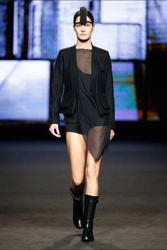 Txell Miras. Colección otoño-invierno 2015/2016. 080 Barcelona 080 Barcelona, Vogue, Goth, Style, Fashion, Fall Winter 2015, New York Fashion, Walkway, Gothic