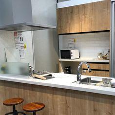 Kitchen/カフェ風/カウンターキッチン/LIXIL/アレスタ/マンションリフォーム...などのインテリア実例 - 2017-10-07 12:22:49 Furano, Kitchen Cabinets, Table, Furniture, Home Decor, Decoration Home, Room Decor, Kitchen Base Cabinets, Tables