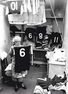 West Ham's kit washer Jessie Gregg (right) checks Bobby Moore's iconic shirt in the kit room. Retro Football, School Football, Football Jerseys, Bobby Moore, West Ham United Fc, Soccer Art, Sir Alex Ferguson, England Football, The Good Old Days