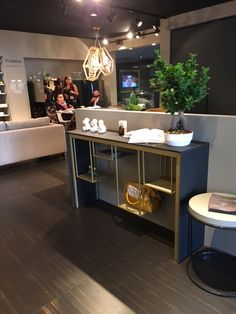 Some good pictures from Fiera del Levante where Kiro Design presented some of our products. Thank you guys for your amazing energy! Look at… the consolle TOKYO design by Ildefonso Colombo http://www.mogg.it/Prodotti/Table/TOKYO/   #mogg #moggdesign #interiordesign #interior #design #italianfurniture #italian #furniture #lighting #consolle #tokyo #ildefonsocolombo