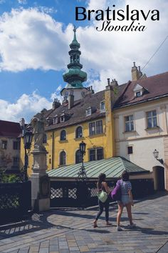 A day trip from Vienna to Slovakia: Impressions from the pretty capital of Bratislava! Mesto, Day Trips From Vienna, Travel Ideas, Travel Tips, Bratislava Slovakia, By Train, Photo Essay, What To Pack, Old Town