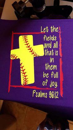Verso de Biblia del Softbol camiseta 96:12 de por DecalsByCourtney
