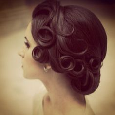 Get inspired: Gorgeous #vintage curls, #wedding perfect!