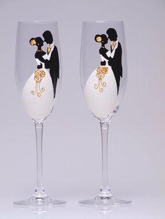 wedding glasses ; wedding flutes