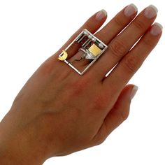 USA and Canada standard delivery in 3 business days by FedEx! Totally handmade 925 Solid Sterling silver ring House in Frame. Decorated with fresh water pearls, green agate stones & 24K gold plated over sterling silver body elements. Weight: 4,90gr Width: 1,14 / 2,9cm Height: 1,42 /
