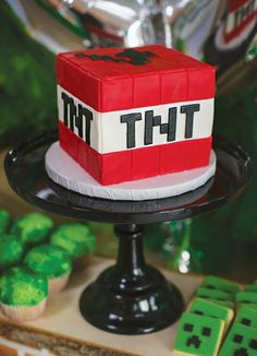 TNT minecraft bomb cake