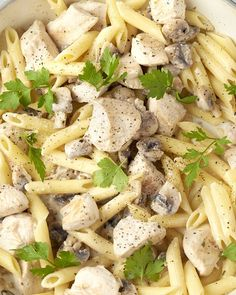 A quick fall pasta? An easy dish with penne, chicken cubes and mushrooms. Delicious herb cheese that melts nicely over the pasta. Spicy Recipes, Pasta Recipes, Italian Recipes, Cooking Recipes, Healthy Recipes, Fast Dinners, Easy Meals, No Cook Meals, Pasta Dishes