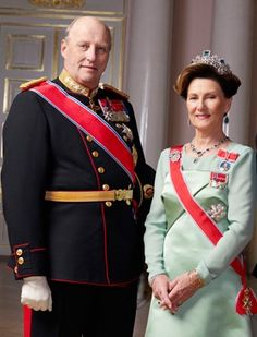 Harold V or Harald V,1937–, king of Norway (1991–); son of Olaf V. He lived in exile in Washington, D.C., during World War II and was educated at Oslo Katedralskole before taking up a military career. His marriage to a commoner, Sonja Haraldsen, caused considerable public controversy. He has participated in international sailing competitions and has represented Norway in the Olympic games.
