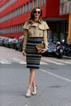 Gabardina y falda lapiz