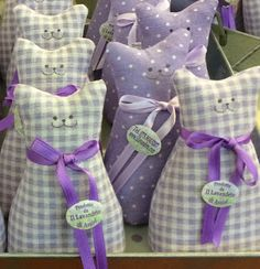 Lavender Crafts, Lavender Bags, Lavender Sachets, Scrap Fabric Projects, Diy Craft Projects, Fabric Crafts, Sewing Projects, Scented Sachets, Free Motion Embroidery