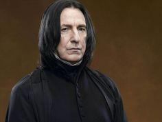 El actor británico Alan Rickman falleció a los 69 años a causa de un cáncer. Siempre será recordado por interpretar al inquietante profesor Severus Snape, en la saga Harry Potter; y por hacerle la vida imposible a John McClane (Bruce Willis), en Die Hard.