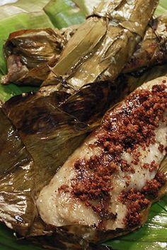 Suman na may Latik http://sugarlace.com/2010/10/kulinarya-cooking-club-october-suman-na-may-latik/
