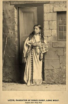 Lizzie Long Wolf As A Performer In Buffalo Bill's Wild West Show, 25 Stunning Century Portraits of Native America Women Native American Children, Native American Wisdom, American Teen, Native American Beauty, Native American Photos, Native American Tribes, Native American History, American Pride, American Indians