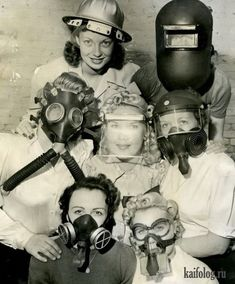 Gas masks during WWII-I know it isn't funny, because it was a very serious threat but this picture cracks me up! Vintage Vogue, Vintage Dior, Vintage Versace, Vintage Photographs, Vintage Images, Old Pictures, Old Photos, Pin Up, The Lone Ranger