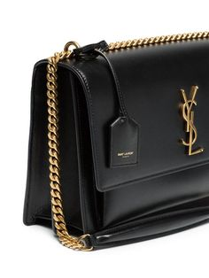 Luxury and Vintage Madrid, offers you the best selection of contemporary and classic bags and accessories in the world. Ysl Handbags, Kate Spade Handbags, Black Handbags, Purses And Handbags, Leather Handbags, Ysl Sunset Bag, Sac Yves Saint Laurent, Small Leather Bag, Ysl Bag