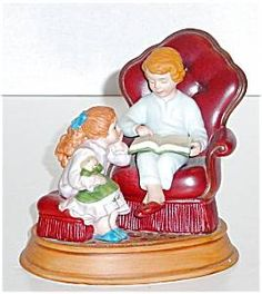 Avon Collectible - Enjoying the Night Before Christmas 1983 had plate and thimble to match