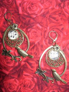 Items similar to The Singing Birds - Unique Vintage Bronze Earrings with charms birds and old music sheet on Etsy Twist Weave, Jewelry Illustration, Old Music, Unique Presents, Inspiring Art, Diamond Shapes, Unique Vintage, Wearable Art, Special Gifts