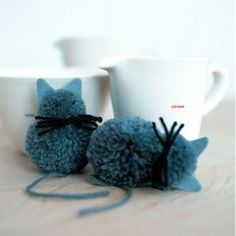 These sweet little kitten craft pom poms just need patience to make, and the technique can be adapted to create a whole menagerie! Crafts For Teens To Make, Crafts For Seniors, Craft Projects For Kids, Crafts To Sell, Diy And Crafts, Yarn Animals, Pom Pom Animals, Pom Pom Crafts, Yarn Crafts