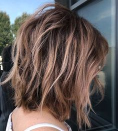 Long Messy Bob Cut A long shaggy bob looks sensational when you give it a big tousle in the back and on the crown. The dimensional bronde highlights are id Medium Shag Haircuts, Choppy Bob Haircuts, Bob Hairstyles For Thick, Braided Hairstyles, Wedding Hairstyles, Haircut Medium, Layered Haircuts, Celebrity Hairstyles, Bob Haircut Long
