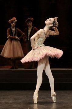 Paris Opera Ballet School student Margaux Gaudy-Talazac in Nureyev's Raymonda Photo © Francette Levieux