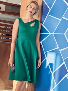 Сукня приталеного крою з широкою спідницею: купити викрійки, пошиття і моделі | Burdastyle