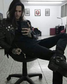 Grunge Guys, Goth Guys, Beautiful Boys, Beautiful People, Gothic Men, Attractive People, Metalhead, Poses, Rock Style
