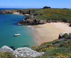 Les plus belles plages de Bretagne Most Beautiful Beaches, Beautiful Places, Ville France, Seaside Beach, Roadtrip, France Travel, Beach Trip, Wonderful Places, Strand