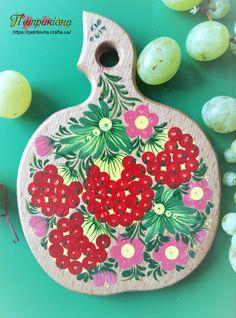 Деревянная разделочная доска из бука яблочко Ягоды Калины Петриковская роспись