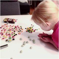 DIY /gjør det selv med barn, lag marsipankuler.