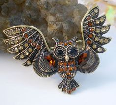 Retro Night Owl Bird Brooch Pin Rhinestone Crystal Topaz Brown Antique Gold Tone