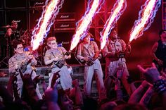 A new trailer for Paul Feig's Ghostbusters, starring Melissa McCarthy, Kristen Wiig, Kate McKinnon and Leslie Jones has been released. Ghostbusters Characters, Female Ghostbusters, Ghostbusters Reboot, Original Ghostbusters, Ghostbusters Movie, Chris Hemsworth, Monsters, Movies, Songs