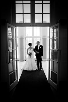I would've pinned this photo even if it wasn't taken on my own wedding day ;-) // Photography by @J E Willems <-- he's awesome. hire him.
