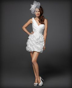 Vestido de novia corto para muejeres fashion - Foto: Diseño de Rami Kashou