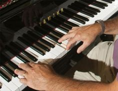 Here are some piano exercises to strengthen hand coordination and independence. #piano #exercises