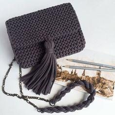 Penye İpten Haraşo Çanta Yapımı - Quack Tutorial and Ideas Crochet Clutch, Crochet Handbags, Crochet Purses, Crochet Diy, Love Crochet, Diy Accessoires, Yarn Bag, Fabric Yarn, Knitting Accessories