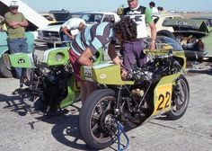 Murray Sayle, preparing the H2R Kawasaki Gregg Hansford.