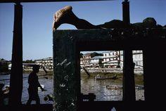 Alex Webb PANAMA. Panama City. 1999. Run-down bayside real estate in Panama City's El Terraplen.