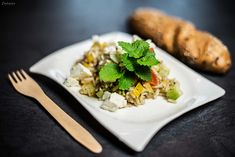 Rezept für leckeren Reissalat mit Gemüse, Feta Käse aus feinem Naturreis. Mit klassischem Dressing aus Olivenöl und Rotweinessig.